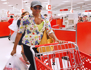 Michelle Obama Undercover Shopping at Target