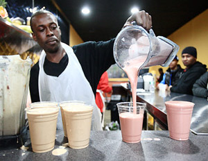 Rapper Styles P's Juice Bar Promotes Healthy Living in Black Community