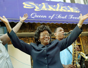 Sylvia Woods' Funeral: Bill Clinton, Bloomberg Pay Their Respects