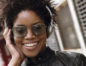 woman-city-headphones