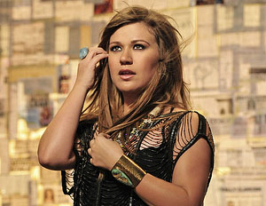 Self Proclaimed Republican Kelly Clarkson To Vote Obama 2012
