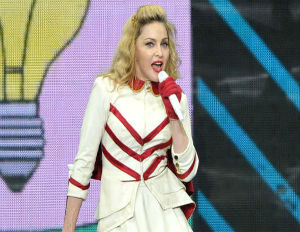Fans at New Orleans Concert Boo After Madonna Stumps For Obama