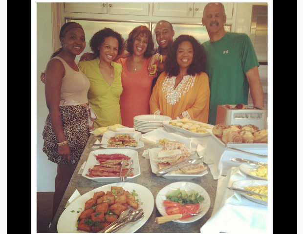 Oprah, Stedmand and friends get together for a meal.