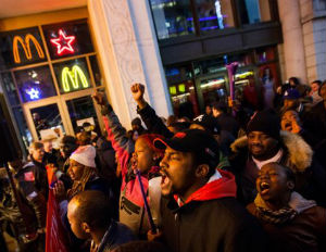 Fast Food Workers in US Struggle With Low Wages