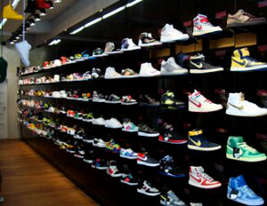Nathaniel Ward enseñar Pronombre  Nike Pulls Out of Local Stores in Philadelphia & New Jersey