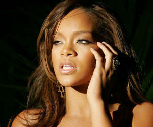 Rihanna to Launch RiRi Woo with M.A.C Cosmetics