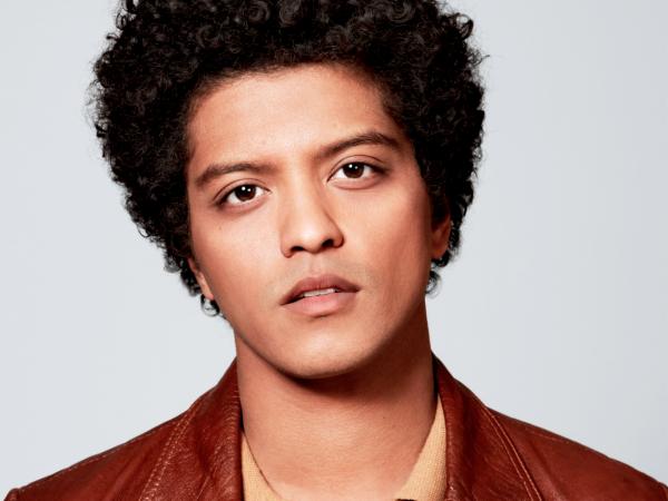 Bruno Mars Slated to Perform Super Bowl Halftime Show