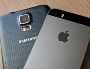 Apple iPhone 5s and Samsung Galaxy S5