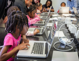 5 STEM Organizations to Follow on Facebook and Twitter