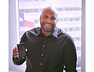 Black CEO and Founder Creates the Siam 7X Dual-Screen Phone