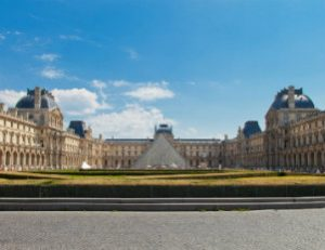Viator_Shutterstock_26395-Louvre museum-crop