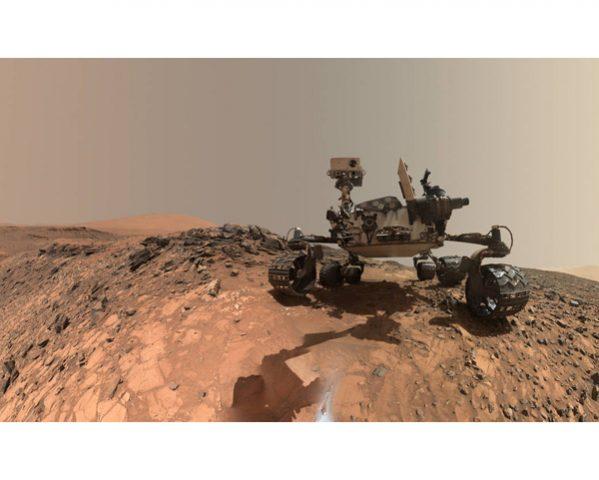 Curiosity takes a selfie. (Image: NASA.gov)