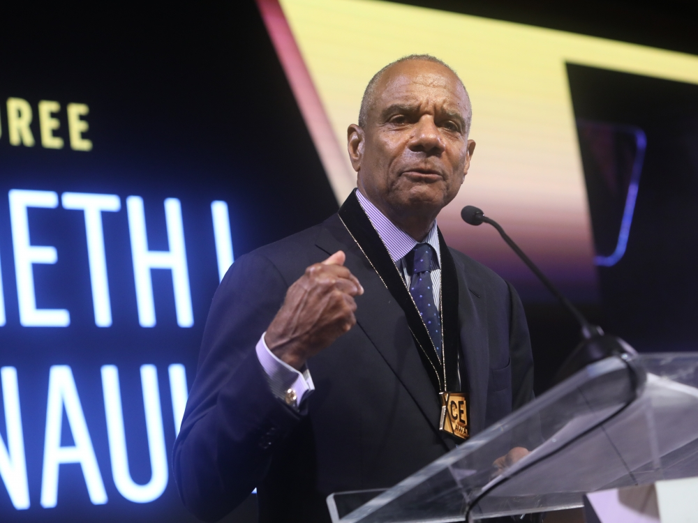 Black Men Xcel Recap Day 1 Ken Chenault receiving award