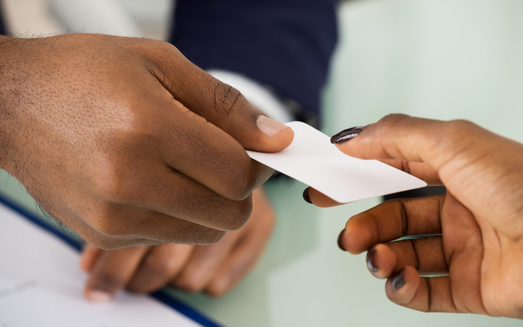 4 Reasons Why Exchanging Business Cards is Still Important