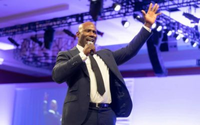 NFL Hall-of-Famer Terrell Davis Tells Young Athletes: 'Write Your Own Checks'