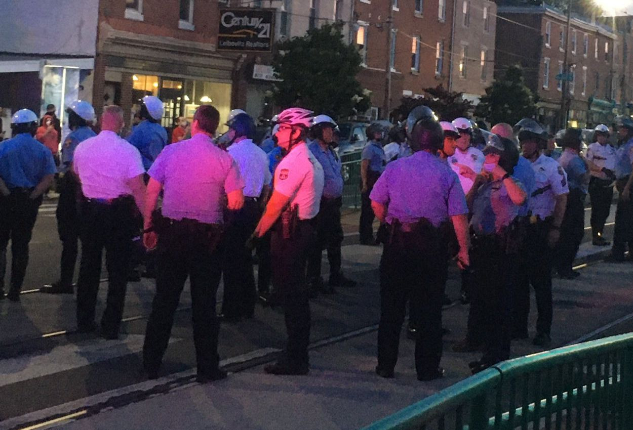 Philadelphia Police Allow 100 White Men Armed With Bats And Shovels to Roam the Streets in Anticipation of Protesters - Black Enterprise