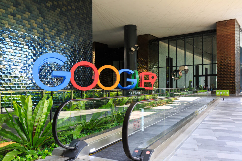 BLACK GOOGLE EMPLOYEE SAYS SECURITY STOPPED HIM, ESCORTED HIM TO VERIFY HIS BADGE
